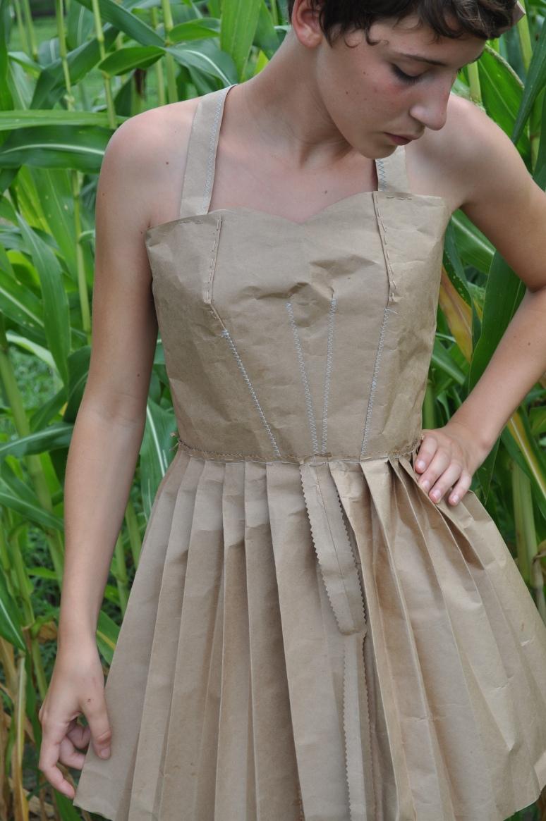 tights, paper dress 086