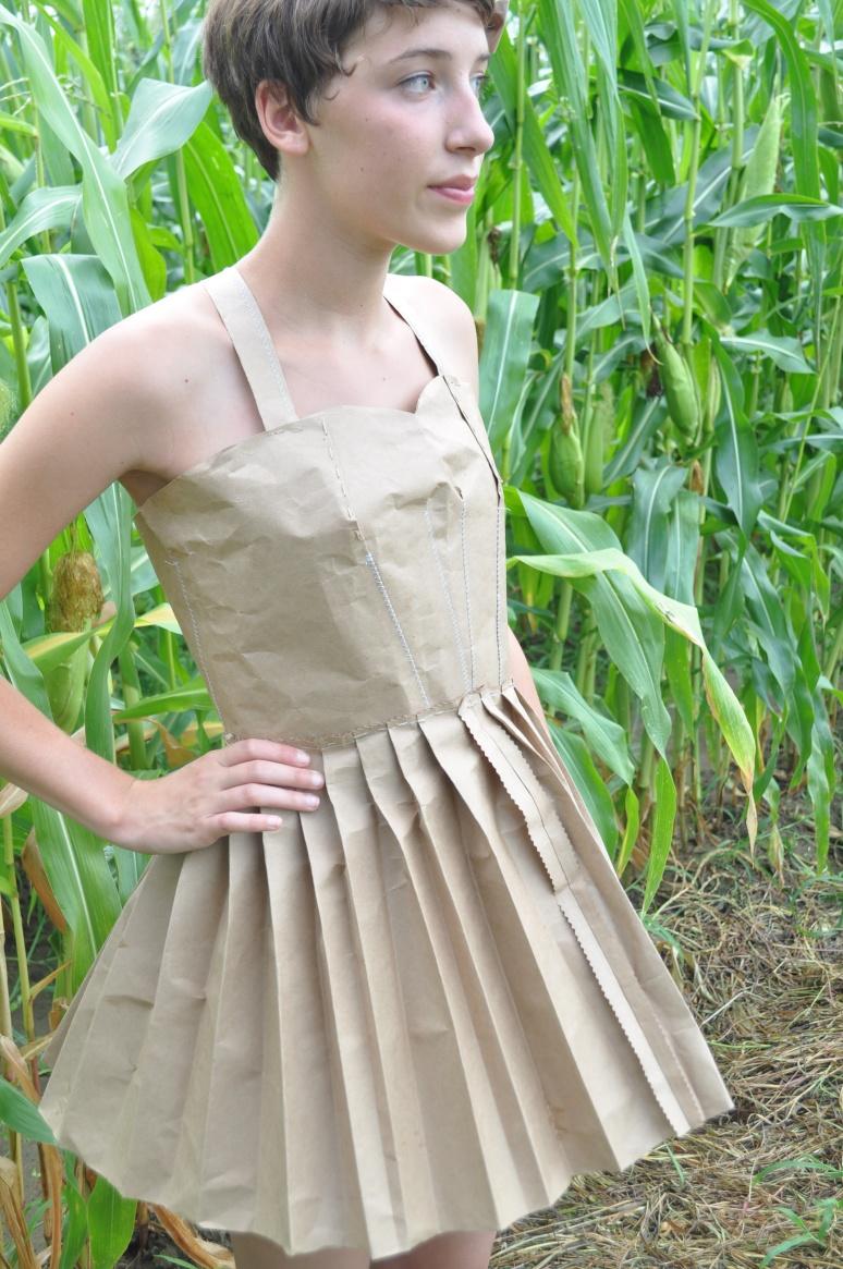 tights, paper dress 095